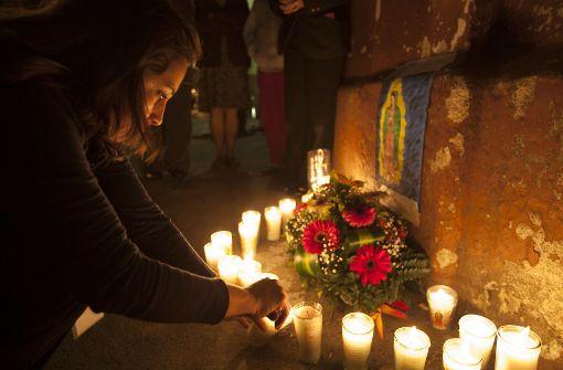 Trauer in Guatemala: Beim Brand eines Jugendheims sind mindestens 28 Mädchen ums Leben gekommen. Foto: AP