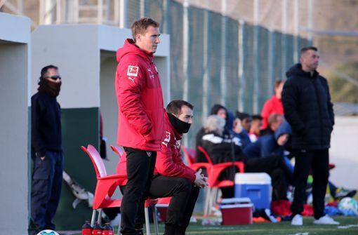 VfB-Coach Hannes Wolf an der Seitenlinie Foto: Pressefoto Baumann