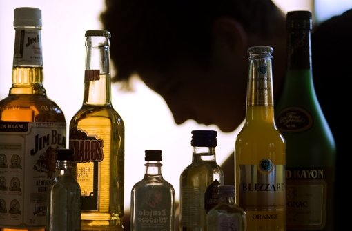 Prost! Jugendliche Testkäufer kommen immer noch an Alkohol – wie Schwerpunktaktionen zeigen Foto: dpa
