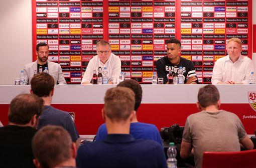 Bei der Pressekonferenz des VfB Stuttgart wurden gleich zwei neue Spieler vorgestellt. Foto: Pressefoto Baumann