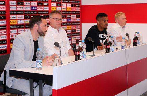 Der VfB hat Gonzalo Castro (l) und Daniel Didavi (2.v.r.) verpflichtet. Foto: Pressefoto Baumann