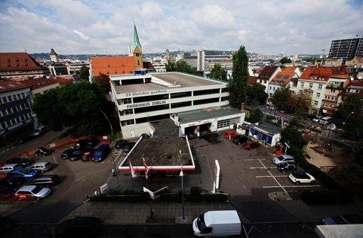 Hinter dem Parkhaus soll ein Platz für Jugendliche gebaut werden. Foto: Zweygarth