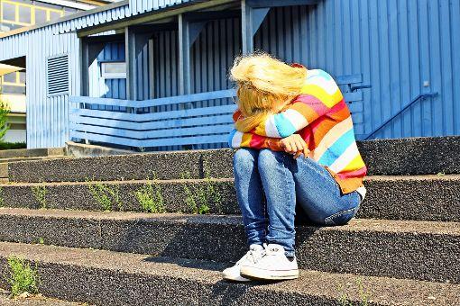 Wer mit seinen Problemen nicht mehr weiter weiß, kann sich Hilfe holen. Foto: Adobe Stock