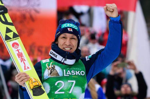 Der japanische Skispringer Noriaki Kasai jubelt auch mit 45 Jahren noch . . .  Foto: AFP