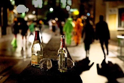 Ein Anlass zum Trinken: Fasnetsumzüge wie in Gärtringen am 5. Februar ziehen Jugendliche  stark an. Foto: Horst Rudel