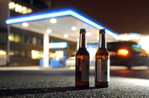 Wie leicht kommen Jugendliche an Alkohol? In Stuttgart wird das zu wenig kontrolliert Foto: dpa