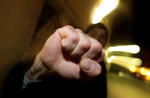 Der Angeklagte Tarek B. schlägt gerne mit der Faust zu. Foto: dpa