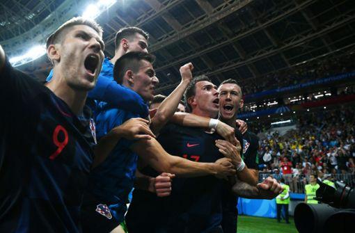 Im Überschwang der Freude fielen die Kroaten über die Fotografen,... Foto: Getty Images Europe