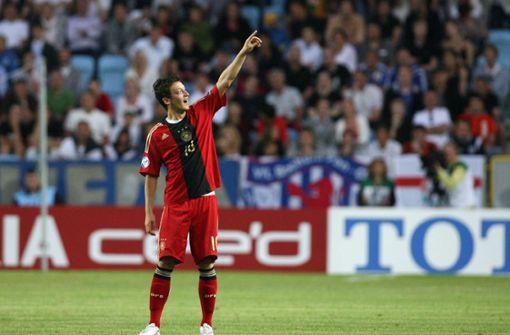 2007 verzichtete Özil auf die türkische Staatsbürgerschaft, um für die deutsche U19 auflaufen zu können.  Foto: dpa
