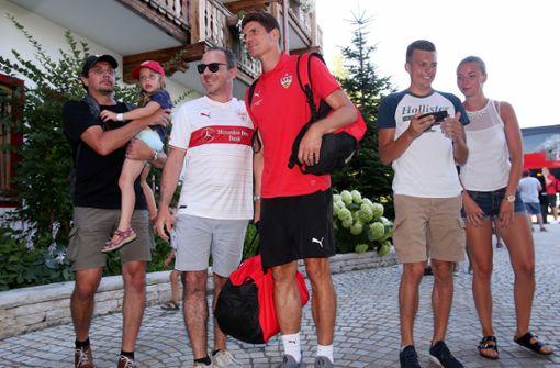 ...gleich wieder von Fans umringt bei der Ankunft in Grassau. Foto: Pressefoto Baumann