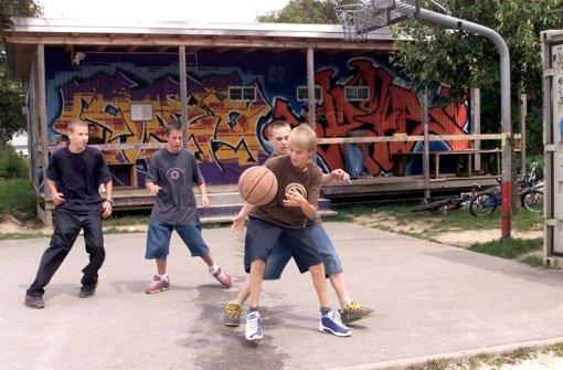 Auch an der Beethovenstraße in Botnang sollen die Jugendlichen künftig Basketball spielen können. Foto: Archiv Sigerist