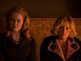 Miranda Otto und Lucy Davis spielen Sabrinas Tanten Zelda und Hilda.