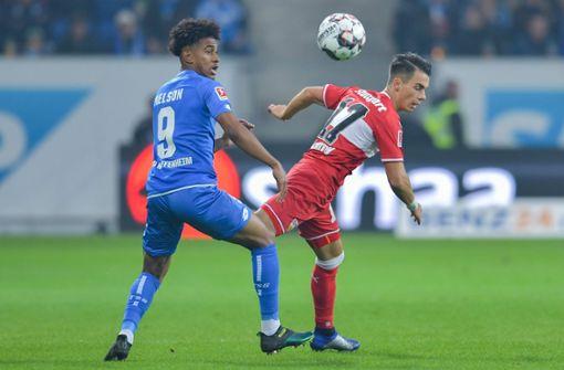 In der ersten Halbzeit hält der VfB gut dagegen und stoppt die meisten Angriffe der Hoffenheimer. Foto: dpa