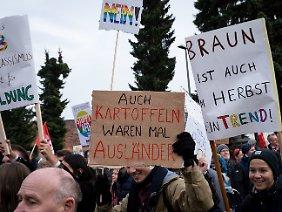 Am Rande des Bundeskongresses demonstrierten Bürger gegen die AfD und deren Jugendorganisation.