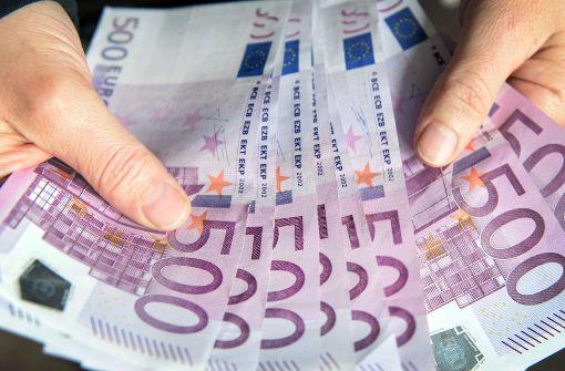 Unbekannte haben 5000 Euro in einem Briefumschlag als Entschuldigung für Vandalismus verschenkt. Foto: dpa (Symbolbild)
