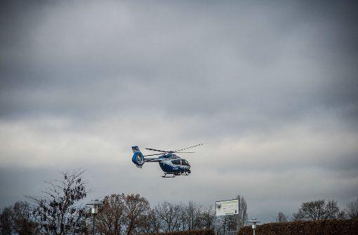 Die Polizei suchte mit einem Hubschrauber nach dem Vermissten. Foto: SDMG